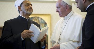 Maurice Saliba : visite du Pape François au cheikh d'al-Azhar
